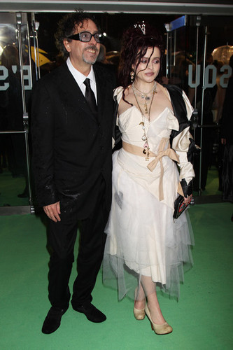 Tim Burton wallpaper entitled Tim Burton, With Helena Bonham Carter, @ the Royal Premiere of 'Alice In Wonderland'
