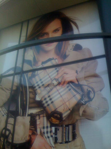 burberry store in লন্ডন