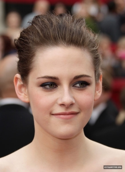 lebih Pictures of Kristen Stewart on the Red Carpet For the Oscars