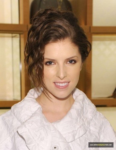 03.04.10 Glamour Celebrates their Most Glamorous Issue - anna-kendrick Photo