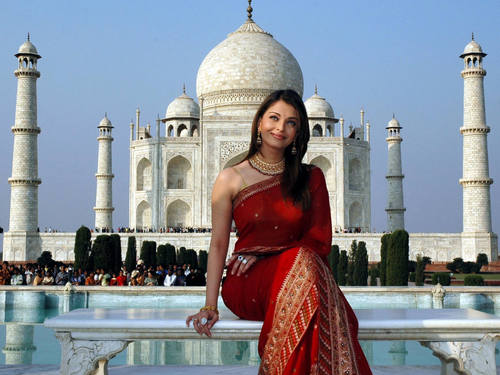 Aishwarya Rai at the Taj Mahal
