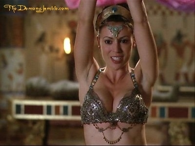 Alyssa Milano kertas dinding titled Alyssa Milano as Phoebe Halliwell on Charmed;)<3♥