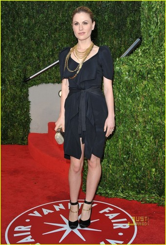 Anna Paquin দেওয়ালপত্র entitled Anna Paquin: Vanity Fair After Party with Stephen Moyer!