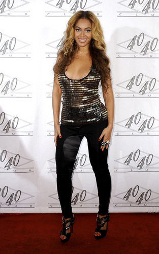 beyonce at the 40/40 Club party (March 2)