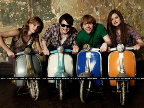 Bonnie Wright  Daniel Radcliffe Emma Watson and Rupert Grint at Entertainment Weekly,2009