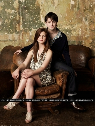 হ্যারি পটার দেওয়ালপত্র called Bonnie Wright Daniel Radcliffe Emma Watson and Rupert Grint at Entertainment Weekly,2009