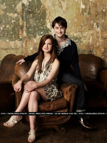 हैरी पॉटर वॉलपेपर called Bonnie Wright Daniel Radcliffe Emma Watson and Rupert Grint at Entertainment Weekly,2009