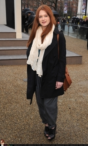 Bonnie Wright at Fashion Показать 2010
