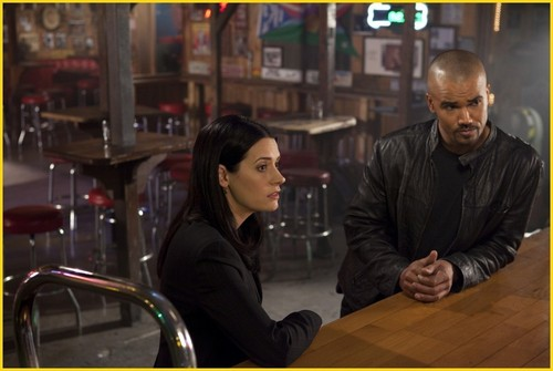 "CRIMINAL MINDS 更多 PICTURES EPISODE ""SOLITARY MAN"""