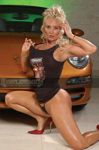 Coco' Curve - nicole-coco-austin Photo