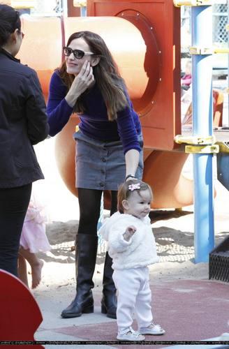 Jennifer, tolet, violet & Seraphina