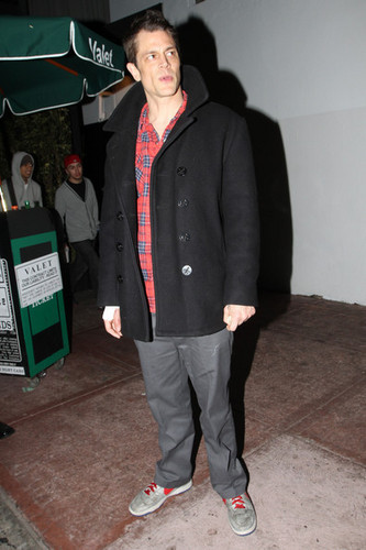 Johnny Knoxville Leaving Beso (February 6 2010)