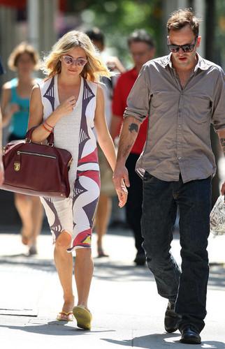 Jonny & Sienna sunny afternoon break