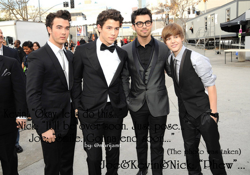 Justin bieber with the jobros!