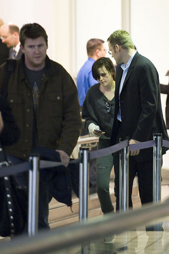 Kristen arriving inicial Tuesday from NYC