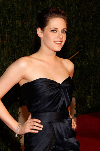 Kristen at the Vanity Fair Oscar After Party 2010