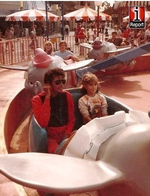 MJ And 팬 On Dumbo Ride