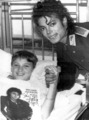 MJ And Sick Fan - michael-jackson photo