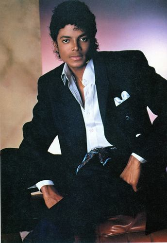 MJ Large photo Black Suit
