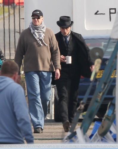 """더 많이 Pics of Rob on Set for """"Bel Ami"""""""