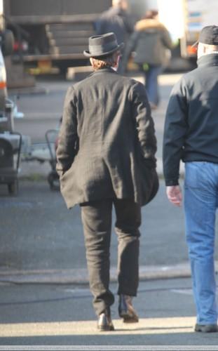 """更多 Pics of Rob on Set for """"Bel Ami"""""""