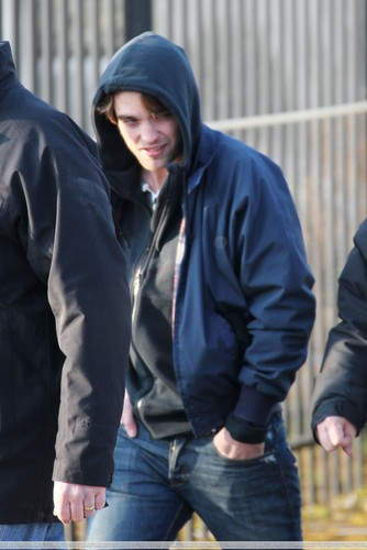 "più Pics of Rob on Set for ""Bel Ami"""