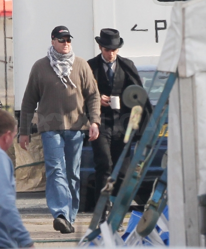 NEW Pictures of Rob on the set of 'Bel Ami'