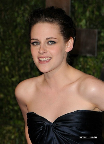 picha Of Kristen Stewart Arriving At The Vanity Fair Oscar Party