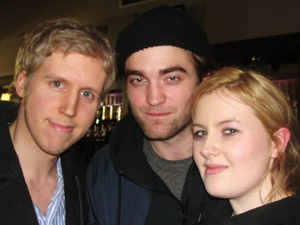 Robert Pattinson spends his first night back in the UK supporting Bobby Long
