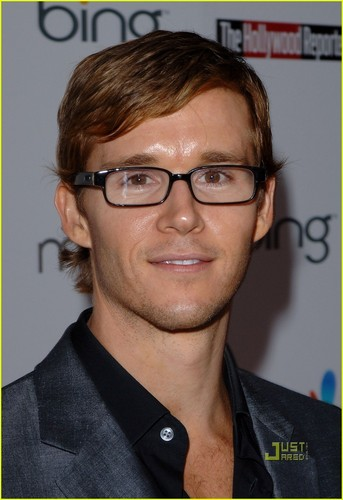 Ryan Kwanten is a Glasses Guy