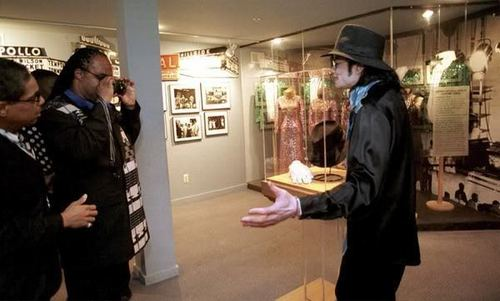 Stevie Taking MJ's Pic
