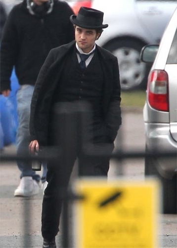 Two New Pictures of Robert on the Set of Bel Ami