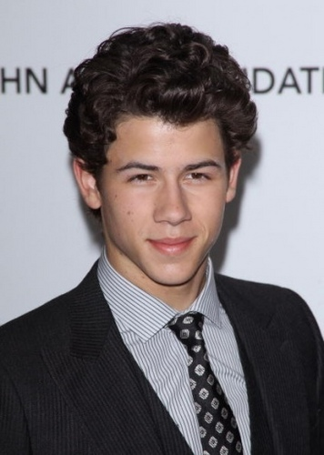 Nick Jonas karatasi la kupamba ukuta entitled Elton John AIDS Foundation Academy Awards Party