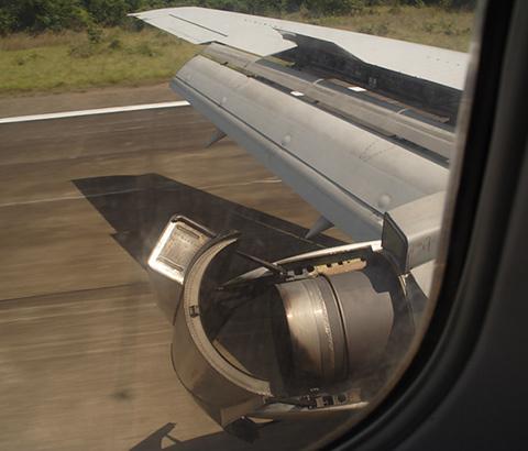 737 engine reverse