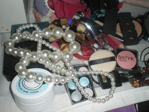 A peek at DMFs amazing bedroom,,,
