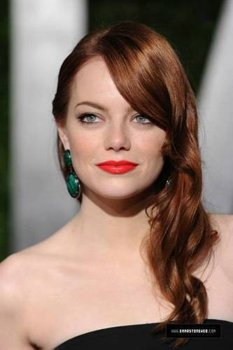 Emma Stone wallpaper titled Emma Stone | 2010 Vanity Fair Oscar Party