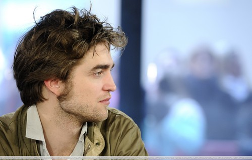 "HQ Fotos Of Robert Pattinson On ""The Today Show"""
