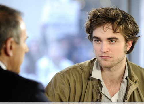 "HQ 写真 Of Robert Pattinson On ""The Today Show"""