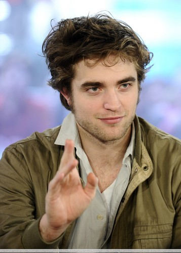 "HQ 사진 Of Robert Pattinson On ""The Today Show"""