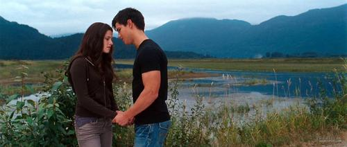 HQ Screencaps From the 'Eclipse' Trailer!