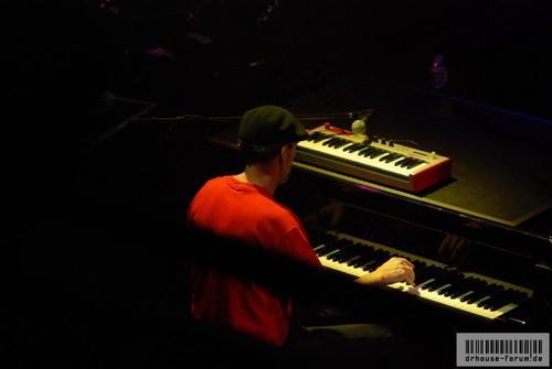 Hugh Laurie - Band from TV - Fallsview Casino Resort