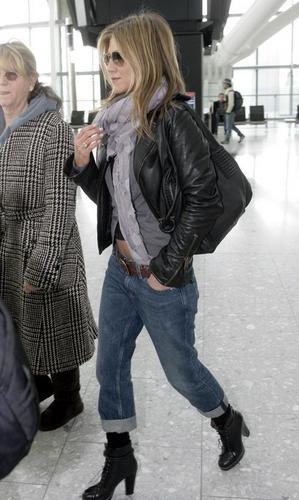 Jennifer @ Heathrow Airport - jennifer-aniston Photo