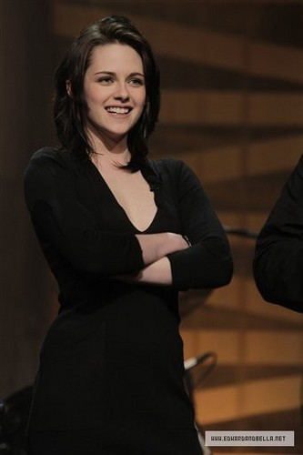 Kristen on The Tonight hiển thị With chim giẻ cùi, jay Leno