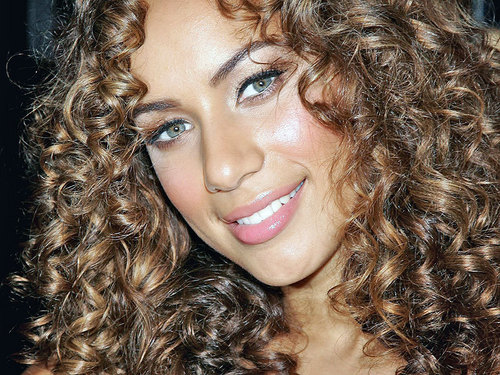 Leona Pretty वॉलपेपर