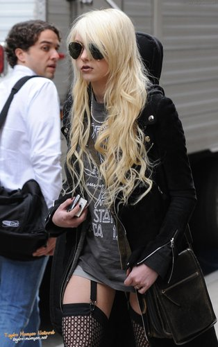 March 5: mais Filming 'Gossip Girl' at Grand Central Station in NYC