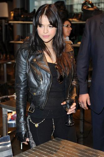 Michelle @ Milan Fashion Week - Feb 2010