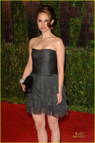 Natalie @ 2010 Vanity Fair Oscar Party