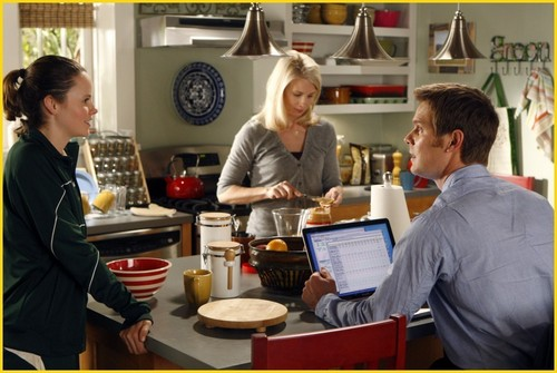 """Parenthood Episode 1x03: """"The Deep End of the Pool"""" promotional mga litrato"""