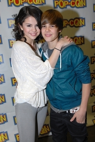 is selena gomez and justin bieber dating. Gomez Dating! Selena Gomez