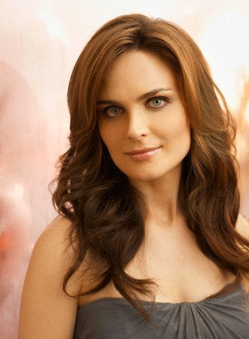 Booth and Bones wallpaper titled emily deschanel 2010 <3